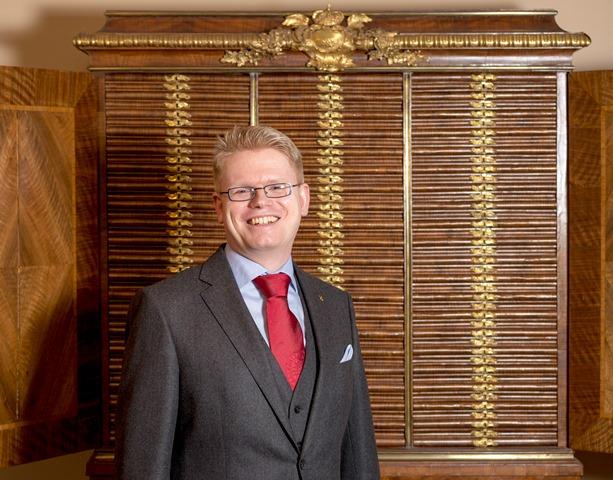 Hendrik Mäkeler führt durch das Münzkabinett der Universität Uppsala